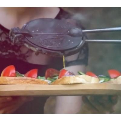 14447 Liatinové kliešte na slaninu s drevenou rukoväťou PERFECT HOME